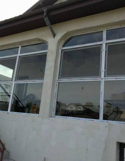 Poză de la montaj, Tâmplărie PVC alb, Tâmplărie de termopan pentru terasă