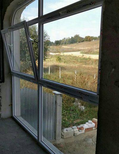 Poză de la montaj, Tâmplărie PVC alb, Tâmplărie de termopan pentru terasă cu geam oscilobatant